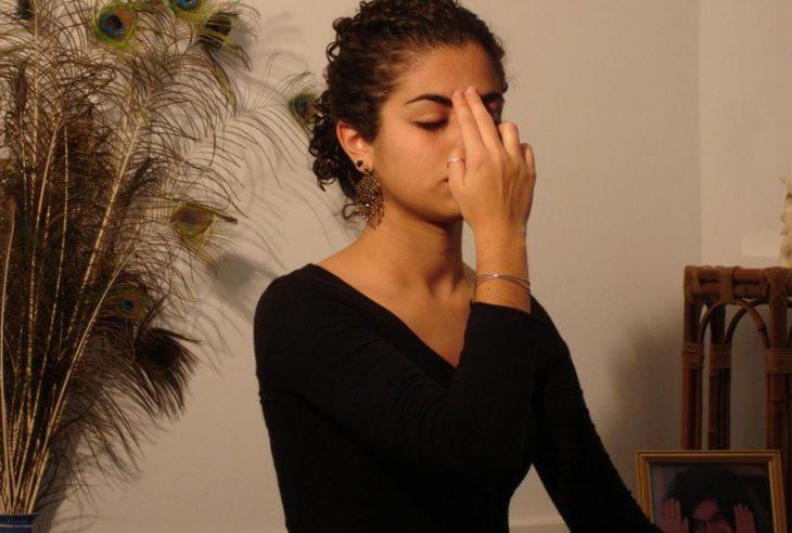 Respiração consciente acalma a mente e diminui a ansiedade.